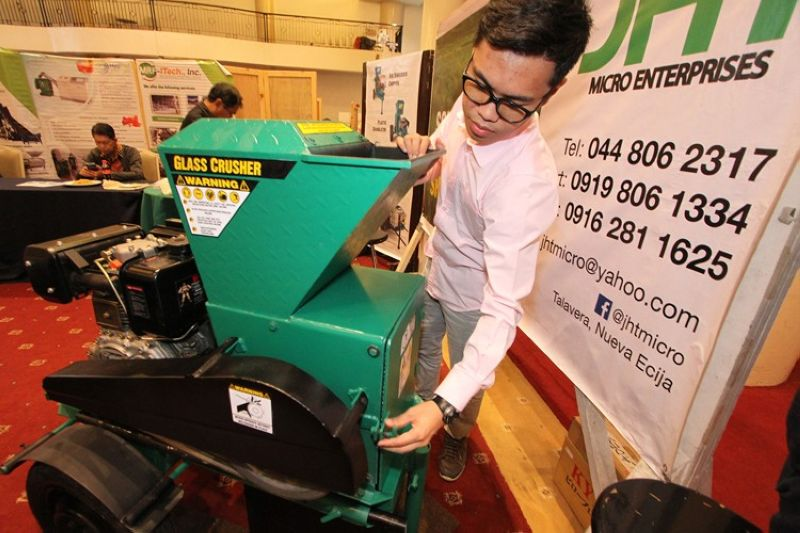 "BAGUIO CITY. Young engineer Jonathan Bautista exhibits his solid waste and recycling machine during the 4th Cordillera Environmental Summit themed ""Beat air pollution: managing solid waste towards a pollution free environment"" on Thursday, August 8, 2019, in Baguio City. (Photo by Jean Nicole Cortes)"