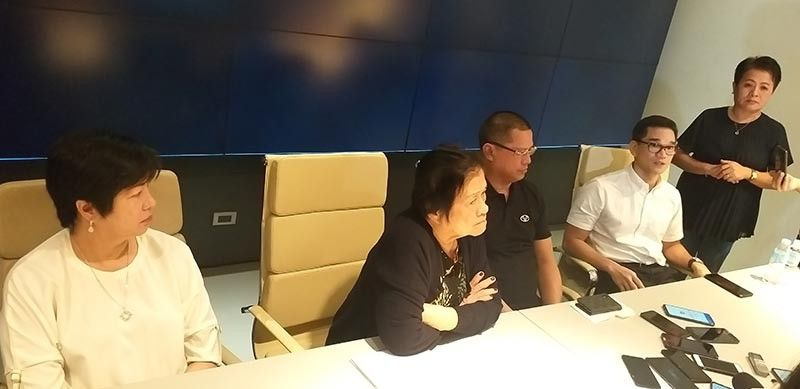 BACOLOD. Yanson Group of Bus Companies president and chief executive officer Leo Rey Yanson (center) with mother Olivia (second from left), sister Ginette (left), legal counsel Norman Golez (second from right) and legal and media relations manager Jesedith Marquez-Seballos hold a press conference inside the main office of Vallacar Transit Inc. in Barangay Mansilingan in Bacolod City. (Photo by Erwin P. Nicavera)