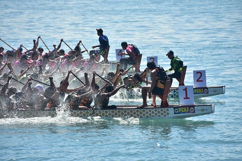 DAVAO. Teams give each other a stiff contest in the two-day 34th Kadayawan Dragon Boat Festival 2019 that concluded at Sta. Ana Pier Sunday, August 11, 2019. (Macky Lim)