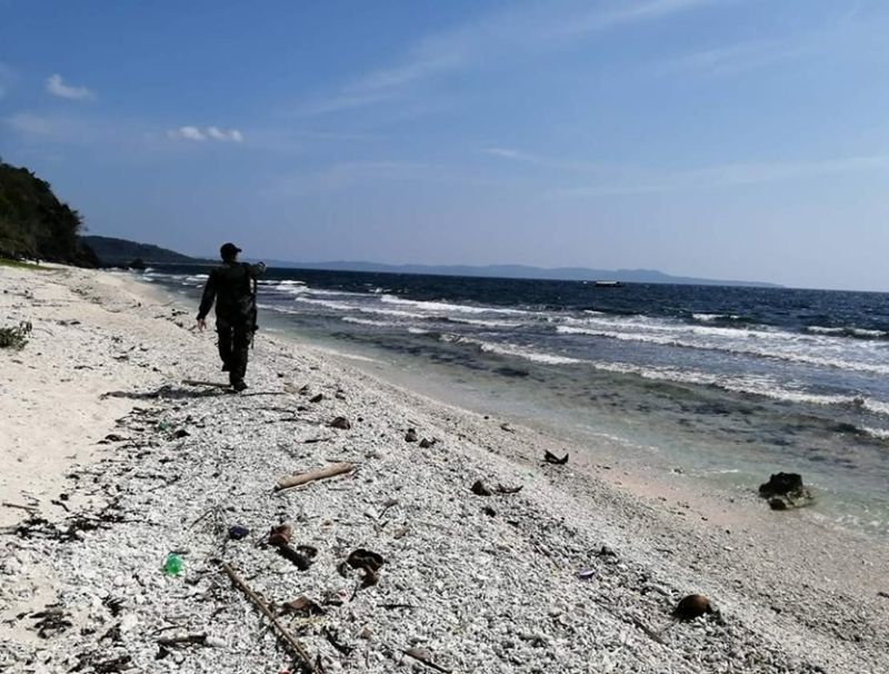 NORTHERN SAMAR. A policeman surveys the coastal area in Sitio Pagul, Barangay Pio del Pilar, Biri, Northern Samar after a local fisherman found three sealed plastic bags allegedly containing shabu worth P51 million Saturday, August 10, 2019. (Photo courtesy of Pulisya ng Biri)