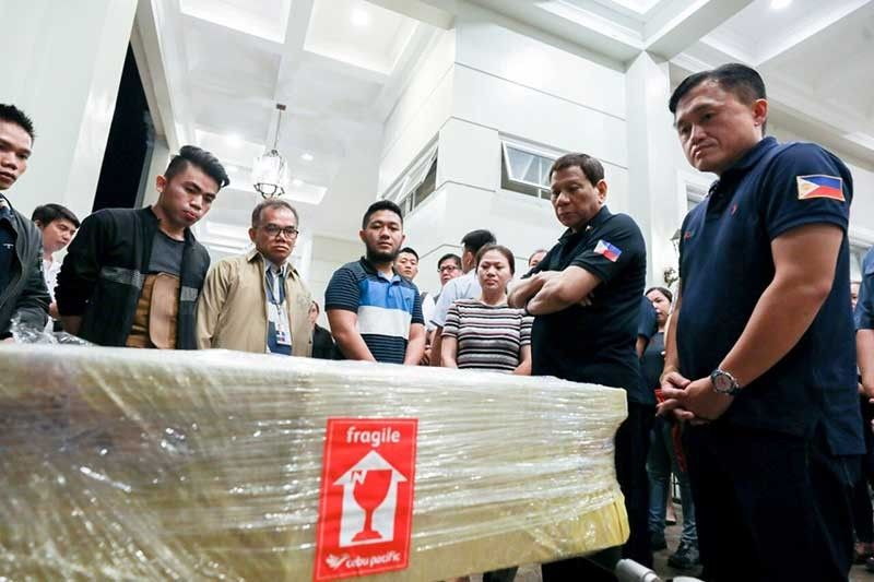 DAVAO. President Rodrigo Duterte (2nd from right) and Senator Christopher Go (right) witness the arrival on August 11, 2019 of the remains of infant Eren Crisologo who died of biliary atresia in India. (Photo from Senator Bong Go)