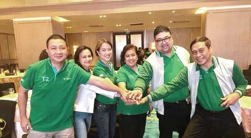 WINNING TEAM. The Stella Region. The Manulife Business partners represented by Branch heads Beni Alcaraz, Dadz Guilerme, Shirley Sia and Emily Villavicencio and staff with Stella Bernabe.