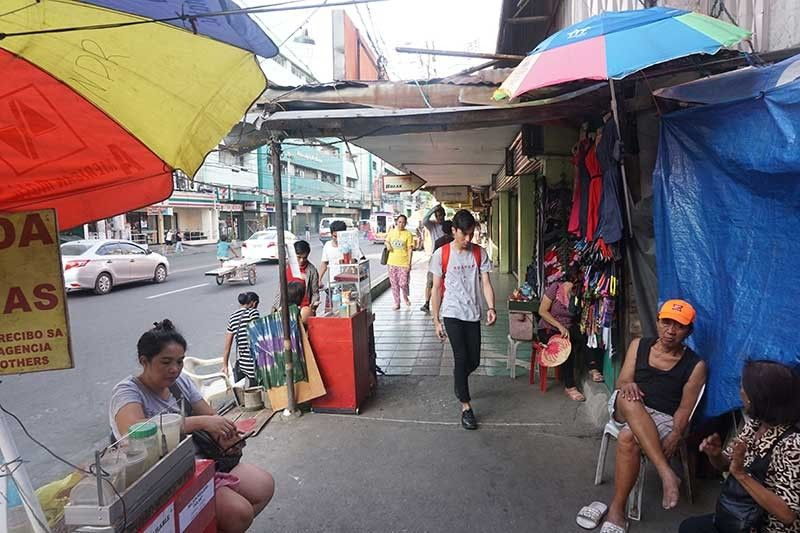 CAN'T STOP THEM. A week after the Cebu City Government's Prevention, Restoration, Order, Beautification and Enhancement (Probe) team cleared Colon St. of sidewalk vendors, the vendors are back. On Monday, Aug. 12, 2019, Probe head Raquel Arce said they couldn't deprive the vendors of their livelihood. (SunStar photo/Alex Badayos)
