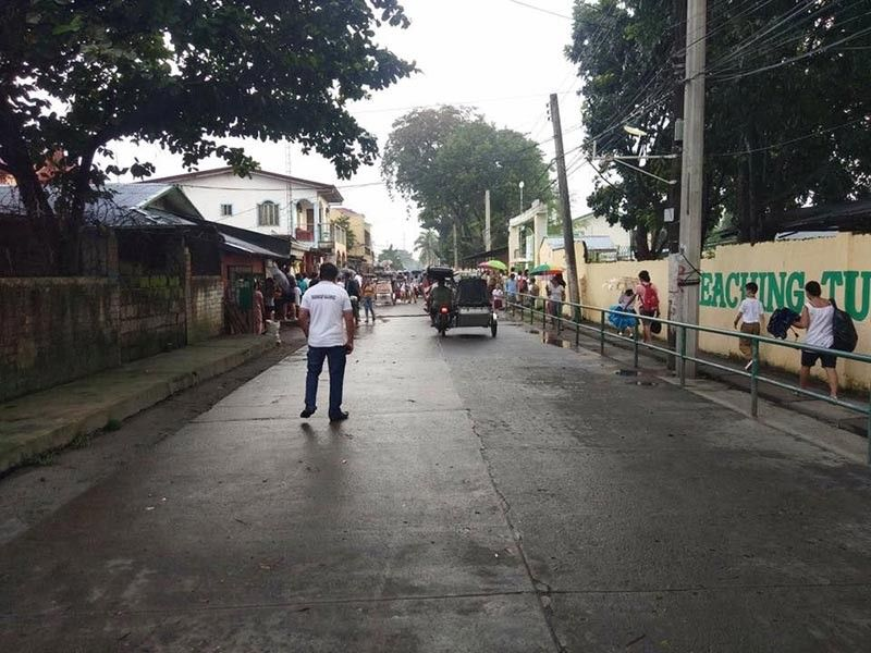 PAMPANGA. Students walk freely along a cleared barangay road in Balibago, Angeles City which leads to the Gueco Elementary School. (Contributed Photo)