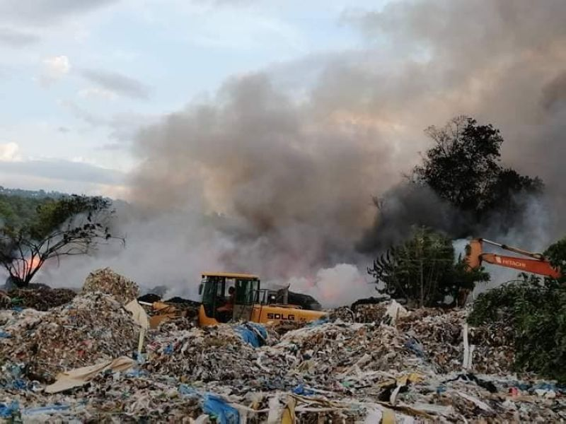TAGOLOAN. Misamis Oriental Representative Juliette Uy shows a portion of garbage stockpile being burned. The garbage is scheduled to be shipped back to South Korea this month. (Photo courtesy of the Misamis Oriental 2nd District)
