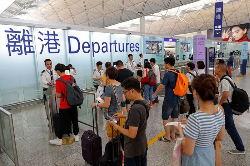 HONG KONG. Travelers check in at the departure gates at the airport in Hong Kong, Wednesday, August 14, 2019. Flights resumed at Hong Kong's airport Wednesday morning after two days of disruptions marked by outbursts of violence highlighting the hardening positions of pro-democracy protesters and the authorities in the Chinese city that's a major international travel hub. (AP)
