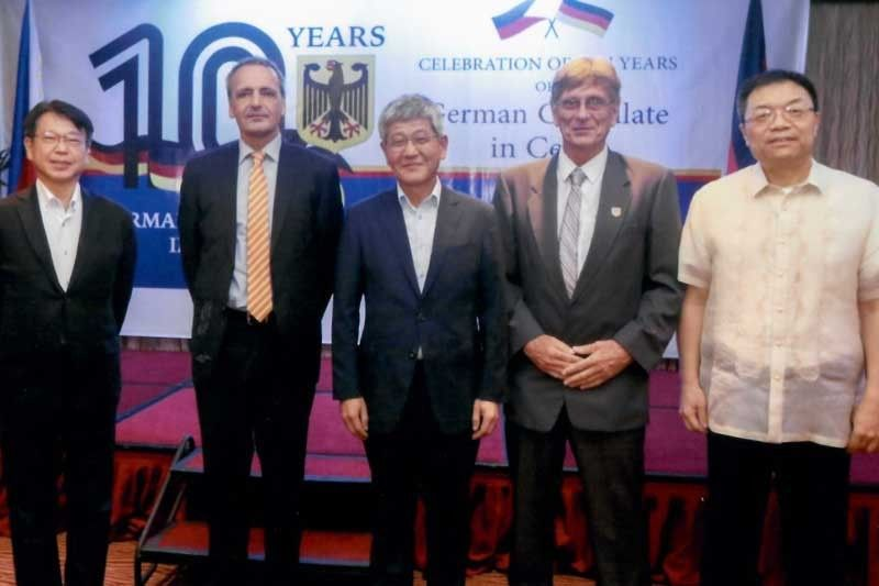 VIP. Counselor/Director Hiroshi Watanabe (Japan); Ambassador Dr. Gordon Kricke; Consul General Wonjae Uhm (Korea); Dr. Franz Seidenschwarz; and Consul General Jia Li (China).