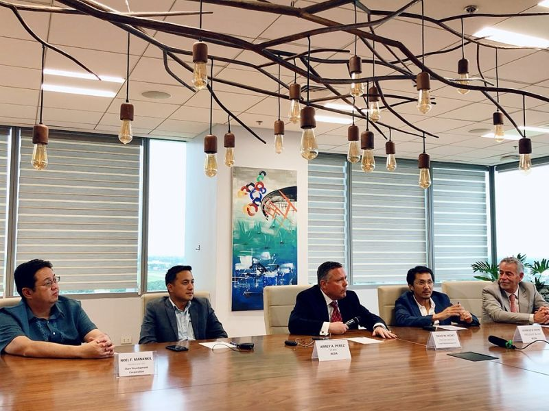 PAMPANGA. Bases Conversion and Development Authority president and chief executive officer Vivencio Dizon (2nd from right) talks about the deployment of self-driving cars at the upcoming South East Asian Games in New Clark City. Also in photo are (L to R) Clark Development Corporation president and CEO Noel Manankil, BCDA vice president Arrey Perez, Coast Autonomous LLC chairman and CEO David Hickey, and Coast chief technology officer Pierre Lefevre. (Charlene A. Cayabyab)