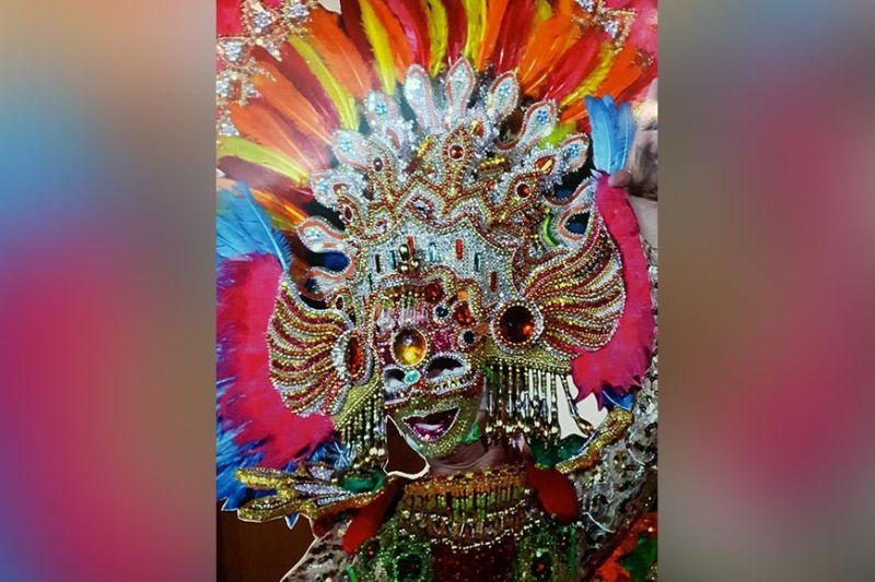 BACOLOD. The colorful MassKara mask. (Photo by Carla Cañet)