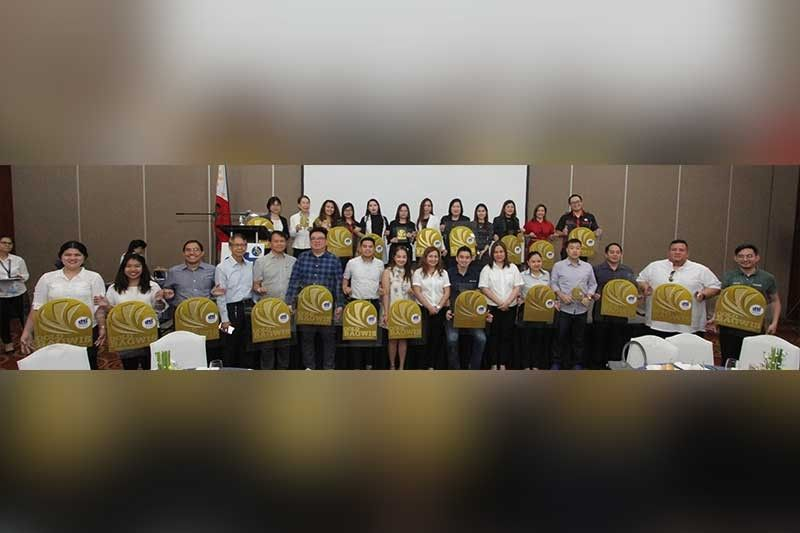 WORTHY OF EMULATION. The Department of Trade and Industry- Cebu Provincial Office awards outstanding establishments that uphold the rights  of consumers and practice responsible business during the Bagwis Award Ceremony at the City Sports Club Cebu on Aug. 14, 2019. (SunStar photo/Amper Campaña)