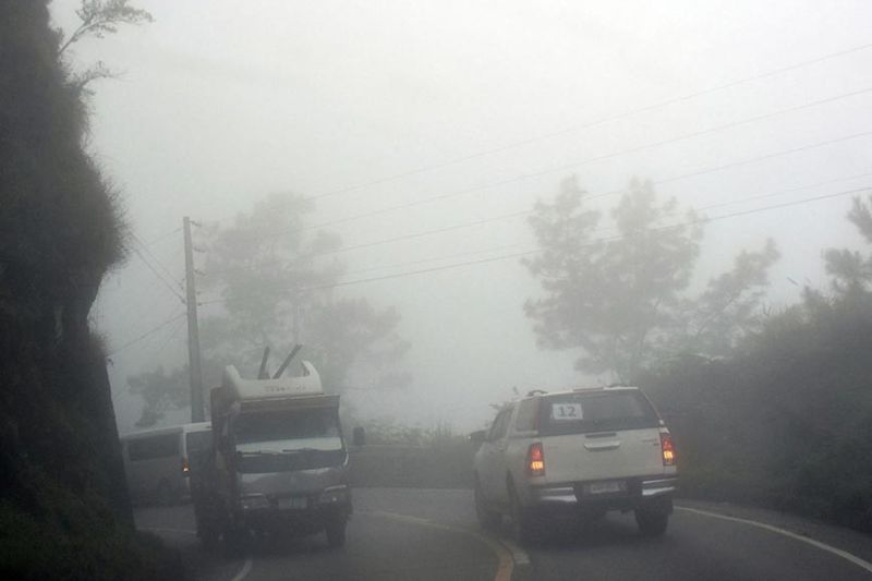 BAGUIO. Drivers give way to fellow motorists along the Halsema Highway, which is often covered in thick fog. Motorists are advised to take extra precaution when traversing roads particularly in the Cordillera which is frequently at zero visibility, especially during rainy weather. (Redjie Melvic Cawis)