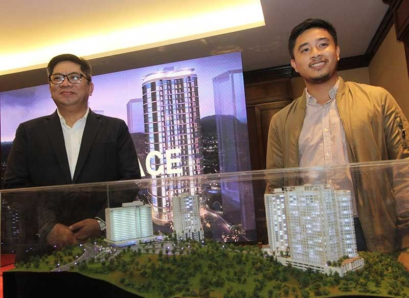 PREMIUM. John Cabato (left), head of sales and marketing of Federal Land and Jay Angeles, project planning officer, shows off Marco Polo Parkplace, the fifth tower of Marco Polo Residences in Nivel Hills, Lahug, Cebu City. The 30-story condominium is slated for completion in 2023. (SunStar photo/Amper Campaña)