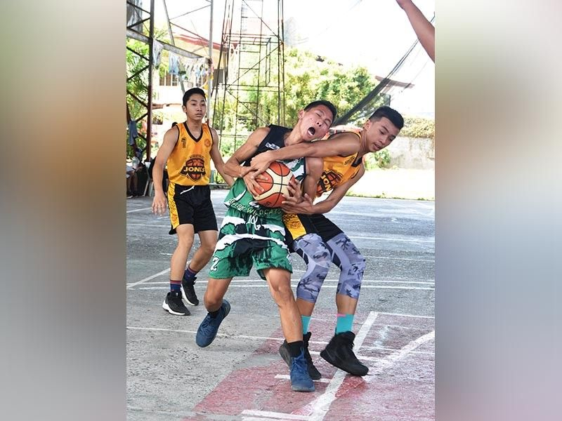 REBOUND. Davao Jones Academy's Leehsane Frouze Constantino and Crossing Bayabas National High School's Delfin Nepomuceno battle for ball possession as the Davao Youth Basketball League 2019 resumed yesterday at Margarita Gym yesterday. RAEL DIAZ ACD, BSHS win