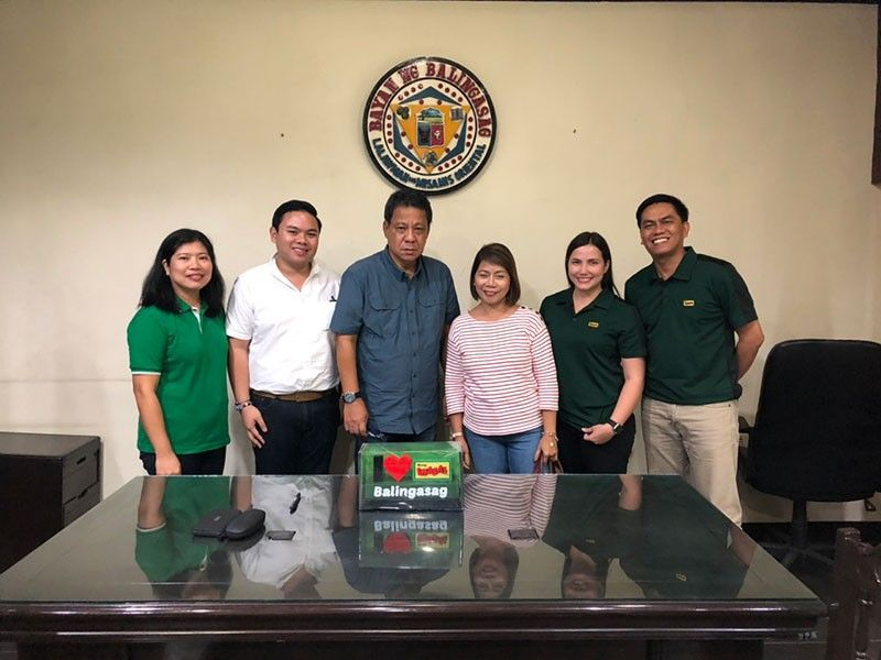 BALINGASAG, MISAMIS ORIENTAL. From left to right: Catherine Narciso, area manager; Aljon Azote, managing director; Balingasag Mayor Alexis Quina; Milagros Azote, Two Aces Development Corporation president; and Grace Villarino, Trade Marketing head. (Contributed photo)