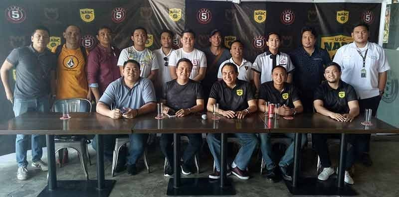 ■ PRESSCON: Ang mga opisyal sa USC-NABC nga gipangulohan nila ni Ernest Evangelista ug Ryan Villaflores uban sa mga team representatives atol sa press conference sa First 5 Sports Cafe and Lounge sa Bonifacio District sa Panagdait Street, Mabolo, Cebu City.  (Jun B. Migallen)