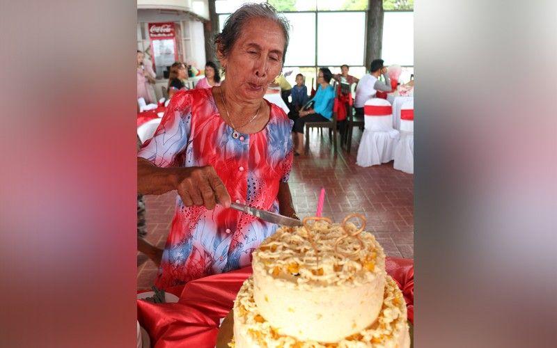 ■ ABTIK PA: Mihiwa sa iyang cake si Esperanza
