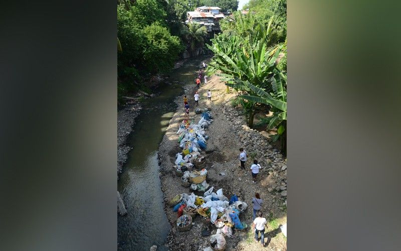 cleared. The bottom of this portion of the Guadalupe River can once again be seen after garbage was picked from its water. (SunStar File Photo/Alan Tangcawan)