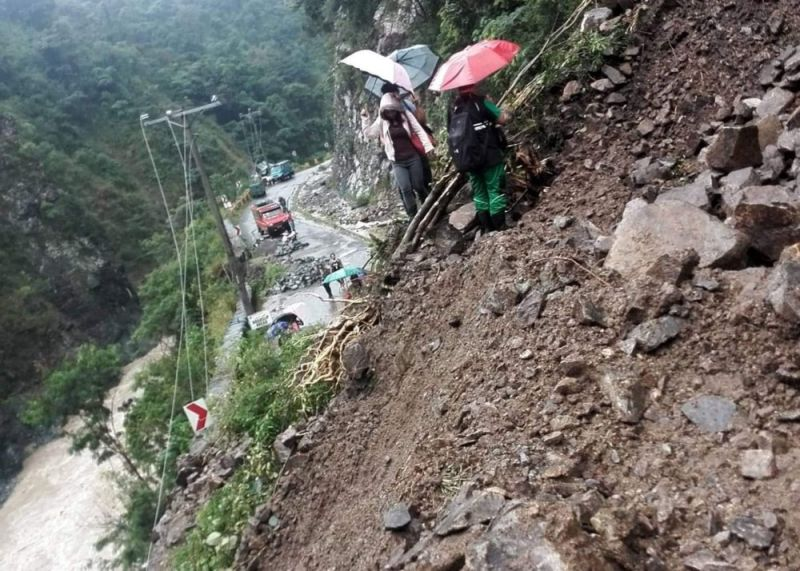BAGUIO. Kennon Road residents precariously cross a section along Camp 5 severely affected by landslide on August 14, 2019 at the height of Habagat, which affected northern Luzon the past few weeks. (Norman Ramirez)