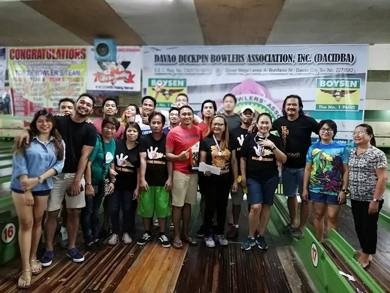 DAVAO. Members of the 3BZ Custom Brokerage-B receive their medals and cash prize for topping the recently concluded Dacidba-34th Kadayawan Bowling Tournament 2019 at Mega Dover Lanes. (Marianne L. Saberon-Abalayan)