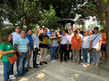 """PAMPANGA. Deputy Speaker Aurelio """"Dong"""" Gonzales Jr. presents the ceremonial key of the new farm tractor to the officials of the Macupa Cooperative of Mexico town. (Photo by Ian Ocampo Flora)"""