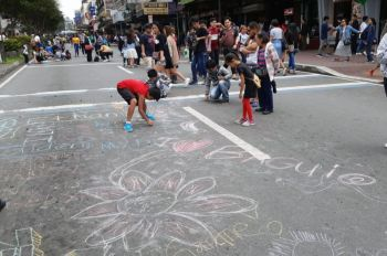 BAGUIO. Children and adults turn Session Road into a large art work during the closure of Baguio City's main thoroughfare as part of the experimental traffic scheme every Sunday starting on August 18, 2019. (Redjie Melvic Cawis)