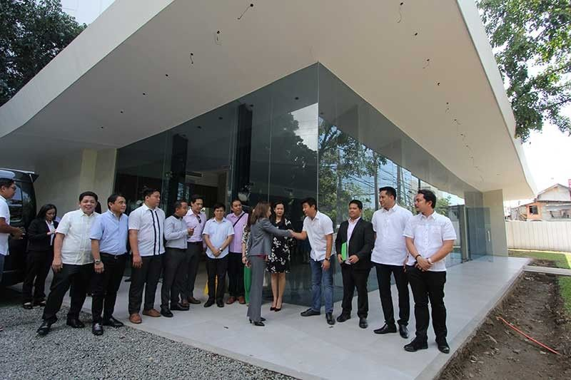 TURNOVER. Innoland officials led by chief operating officer Charles Vincent Ong and Janez Zozobrado turn over the key to the Innoland showroom to  Cebu  Gov. Gwendolyn Garcia and some members of the Provincial Board on Monday, Aug. 19, 2019. (Amper Campaña)