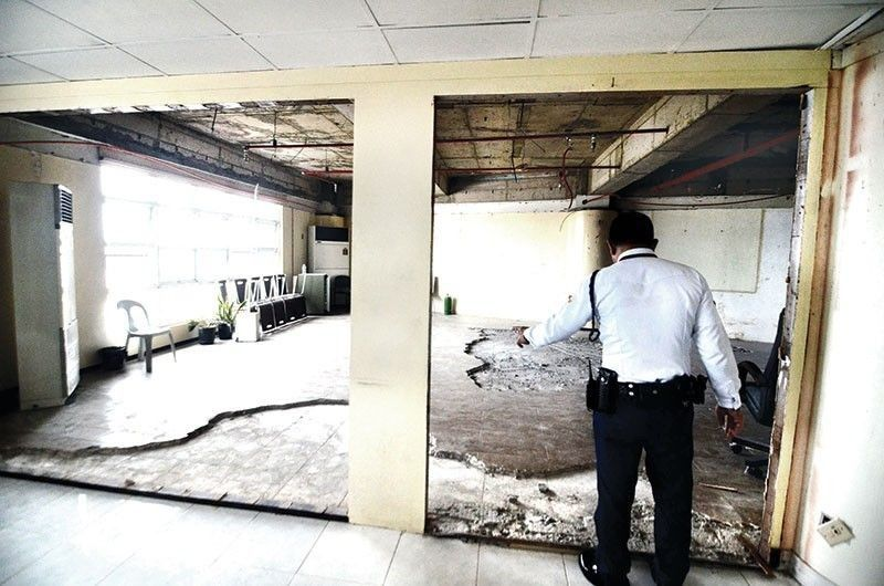 "CEBU. Acting on the wishes of outgoing Cebu City Mayor Tomas Osmeña, some 20 men removed the ceiling, tiles and other fixtures from his office in City Hall on Thursday night, June 27, 2019. Incoming mayor Edgardo Labella called ""the ruin of the city mayor's office"" a ""shocker."" (Alan Tangcawan)"