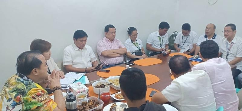 PAMPANGA. Governor Dennis Pineda (left) listens intently to Department of Agriculture and Provincial Agriculture Office representatives regarding the implementation of preventive measures against the African swine flu scare during a meeting at Capitol on Monday, August 19, 2019. (Ian Ocampo Flora)