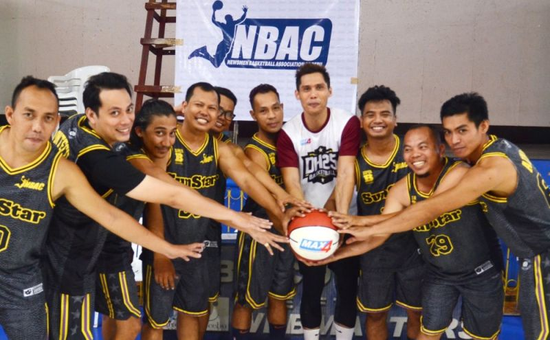 GAME TIME. Cebu City Councilor Dondon Hontiveros (fourth from right) attended the opening ceremony of the 2019 Newsmen Basketball Association of Cebu (NBAC) 2nd Conference last Sunday at the Cebu Coliseum. (SunStar Photo/Alan Tangcawan)