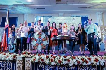 PAMPANGA. Officials and heads of offices of the City Government of San Fernando, led by Mayor Edwin Santiago and Vice Mayor Jimmy Lazatin, flash the