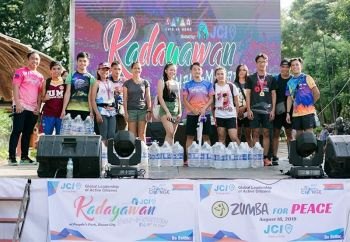 DAVAO. Kadayawan Half-Marathon top finishers in different categories pose during the awarding rites held at People's Park in Davao City over the weekend. (Photo by Junater Dulpina)