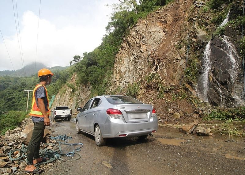 BAGUIO. The continuous monsoon rains experienced the past weeks caused another landslide along Kennon Road, Camp 5, Tuba, Benguet. The road remains closed to motorists, but residents are allowed to use it. (Jean Nicole Cortes)