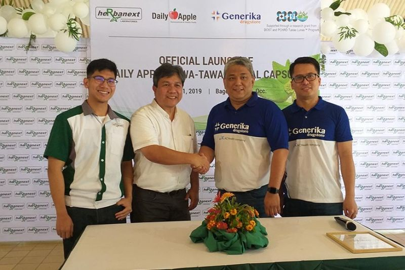 NEGROS. Herbanext Laboratories Inc. president Philip Cruz (second from left) and product development head Phil Aidan Cruz (left) with Generika Drugstores vice president for operations Jay Ferrer (second from right) and financial controller Jimmy Bravo (right) during the launching of Daily Apple Tawa-tawa Herbal Capsules at The Quiet Place in Bago City Wednesday, August 21, 2019. (Photo by Erwin P. Nicavera)