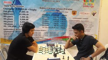 CAGAYAN DE ORO. in this board 3 match, Bobby Salomon (at right) overlooked a simply exchange of the Bishops to force a draw with Genesis Apog of Cong. Dujali team. Despite the loss, lucky Bob's Chesson-A team still managed to win the championship via four-way logjam tiebreaker. (Lynde Salgados)