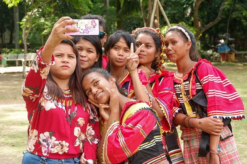 DAVAO. A group of indigenous peoples taking a groufie during the Dula Kadayawan. (Ralph Lawrence G. Llemit)