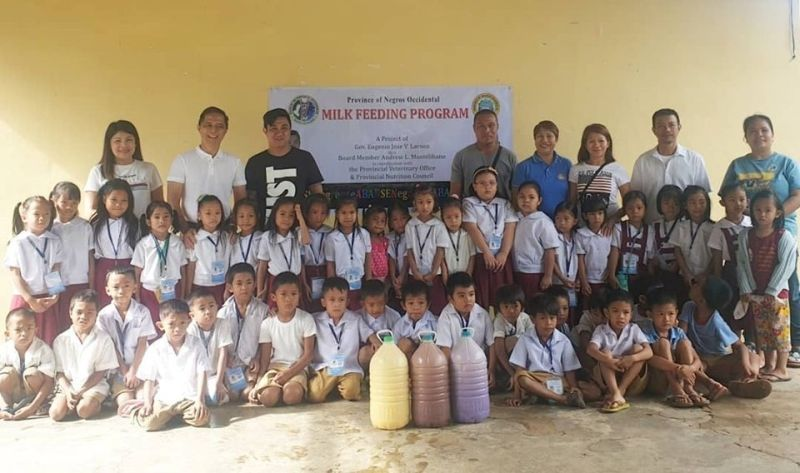 NEGROS. Provincial Veterinary Office personnel headed by Provincial Veterinarian Renante Decena (standing, second from left) and SP committee on agriculture chairman Third District Board Member Andrew Montelibano (standing, third from left) with some of the recipient-school children of the School-Based Milk Feeding Program in Murcia town. (Contributed Photo)