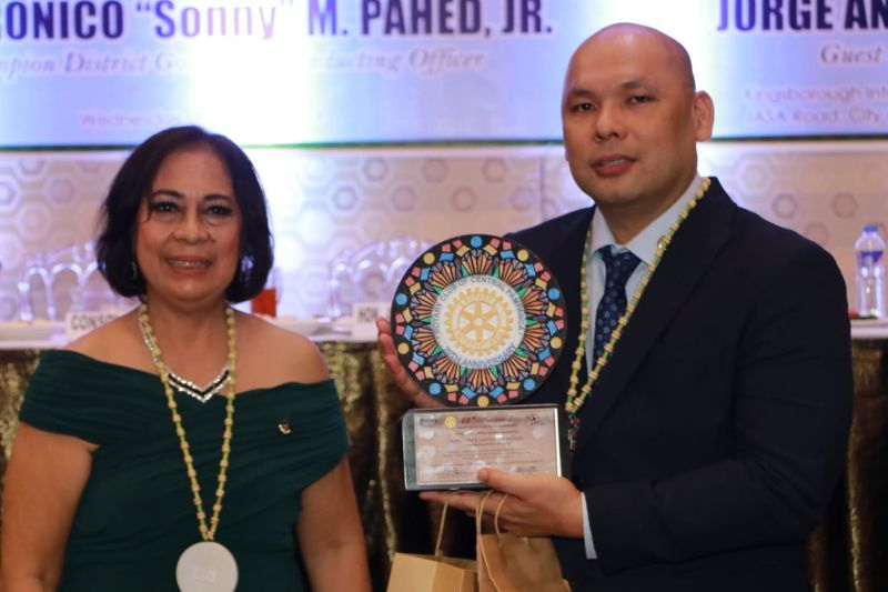 PAMPANGA. Congressman Jorge Antonio Bustos of Patrol partylist receives a plaque of recognition from Rotary Club of Central Pampanga President Consolacion Miclat during Wednesday's RCCP 20th Anniversary Induction and Turn-Over ceremonies at Kingsborough International Convention Center, City of San Fernando. (Chris Navarro)