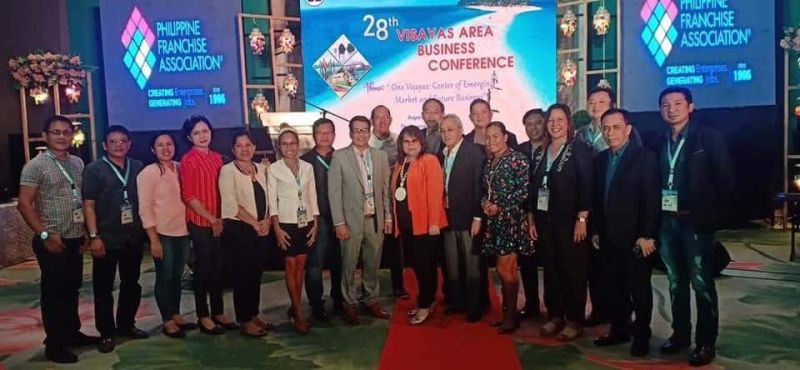 BACOLOD. Metro Bacolod Chamber of Commerce and Industry chief executive officer Frank Carbon (fifth from right) and other delegates with Philippine Chamber of Commerce and Industry president Alegria Limjoco (sixth from right) during the 28th Visayas Area Business Conference in Tacloban City, Leyte. (Contributed Photo)