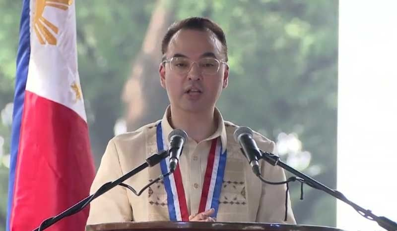 MANILA. House Speaker Alan Peter Cayetano leads the National Heroes Day rites on August 26, 2019 at the Libingan ng mga Bayani. (Photo grabbed from presidential video)