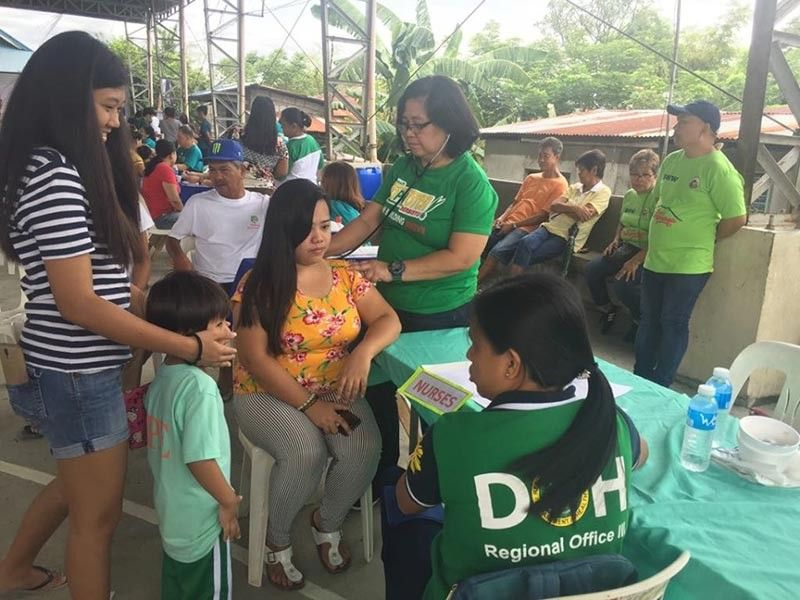 PAMPANGA. Apaliteños avail of the services offered during the Barangay People's Day hosted by the local government at Paligui village recently. -Princess Clea Arcellaz