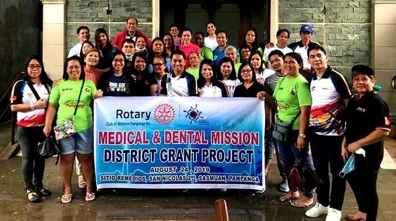 PAMPANGA. The Rotary Club of Western Pampanga Inc. headed by President Jovy D. Tulio and members led Saturday's medical and dental mission at the coastal Sitio Remedios, Barangay San Nicolas 2nd, Sasmuan town in Pampanga.  Some 508 indigent individuals benefited from the RCWPI medical and dental mission. (Photo by Chris Navarro)
