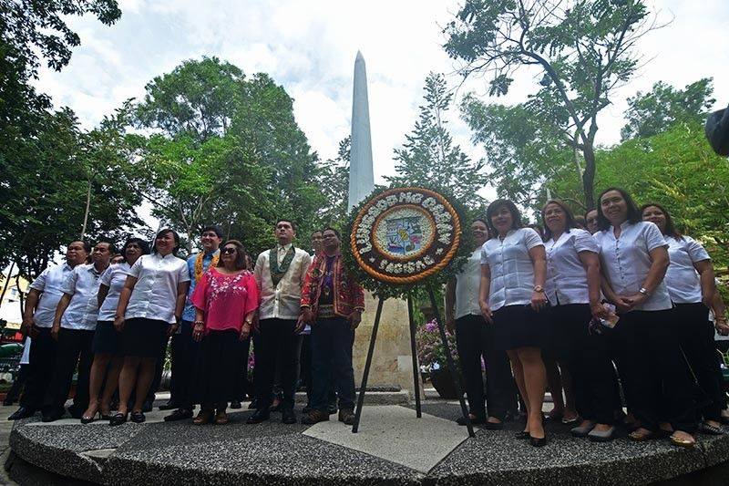 DAVAO. Davao City officials headed by Davao City Vice Mayor Sebastian Duterte and department heads lays a wreath at the monument of unknown soldiers inside Osmeña Park in Davao City in line with the celebration of National Heroes Day in Davao City Monday, August 26, 2019. (Photo by Macky Lim)