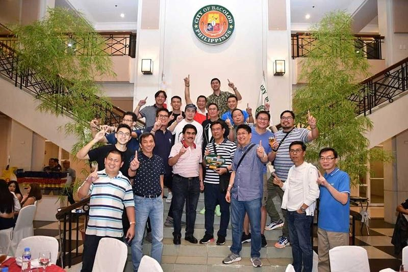 BACOLOD. Mayor Evelio Leonardia with guests during the celebratory dinner at the Bacolod City Governmment Center lobby. (Photo by Bacolod City PIO)