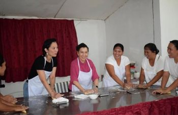 ISABELA. Fifth District Representative Marilou Arroyo with Isabela Mayor Irene Montilla and some beneficiaries doing the actual food preparation during the training. (Contributed photo)