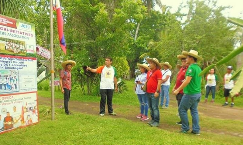 NEGROS. National finalist Jesus Antonio Orbida (second from left) with the members of the National Technical Committee for the National Organic Agriculture Achievers Award (NOAAA) have conducted the field validation at the PeacePond at Barangay Enclaro in Binalbagan town on Tuesday, August 27, 2019. (Contributed Photo)