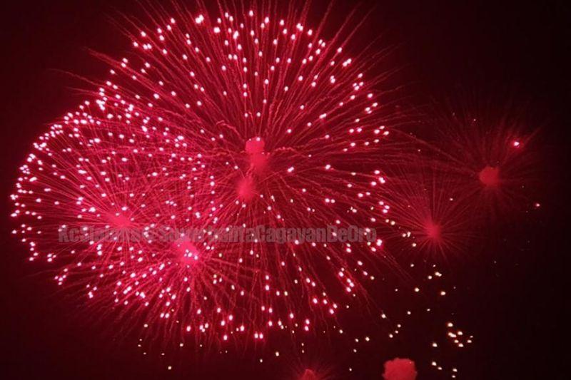 CAGAYAN DE ORO. Liboan ka mga tawo ang misaksi sa Higalaay Pyro Fest nga gipahigayon sa SM City Uptown niadtong Miyerkules sa gabii, Agusto 28, 2019. (Kris C. Sialana)