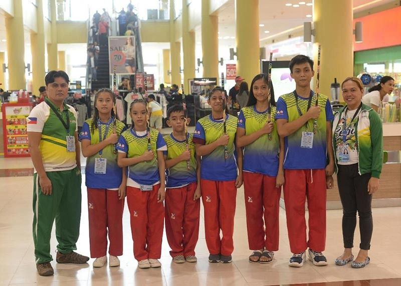PALAWAN. Davao City arnis coaches Jay Bareña, left, and Liezl Dimangadap, right, pose with Batang Pinoy 2019 National Championships gold medalists Sherhalee Siemony Bulaso, Julia Cassandra Sarate, John Clefford Anajao, Ayesah Mae Tomakin, Jollah Cabrera Baruiz and John Lloyd Calubag, second from right, at Robinson's Place. (DSA photo)