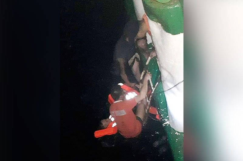 SAVING LIVES. In this photo provided by the Philippine Coast Guard (PCG) in Manila, passengers are rescued by the PCG personnel and crew of responding vessels from mv Lite Ferry 16, which caught fire before dawn Wednesday, Aug. 28, 2019 off Dapitan City in Zamboanga del Norte. (Contributed Photo)