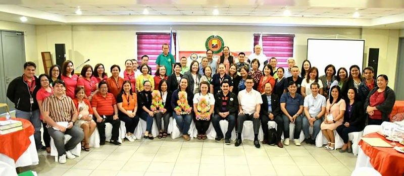 BACOLOD. The team of SGLG (Seal of Good Local Governance) national validators with Mayor Evelio Leonardia and other city officials and City Hall department and office heads and personnel at the Bacolod City Government Center, August 29. (PIO)