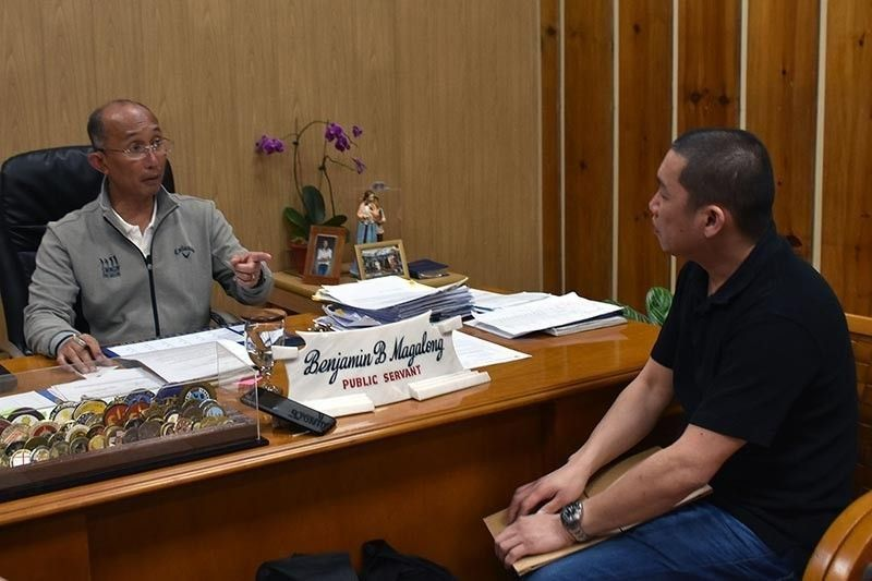 BAGUIO. Baguio City Mayor Benjamin Magalong meets with a bar owner, as he called for a compliance with permits and city ordinances before they can operate, following the closure of establishments for various violations. (Redjie Melvic Cawis)